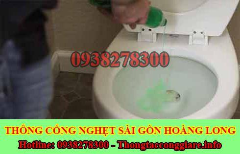 Đổ nước xà phòng vào bồn cầu toilet có tác hại gì không ?